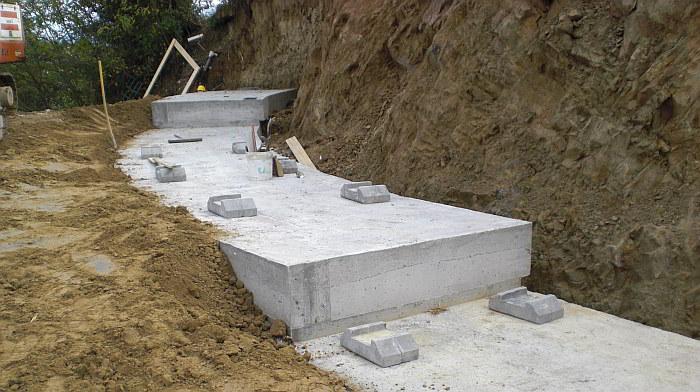 Vista della fondazione con doppio gradone e con posizionamento dei piedini di appoggio